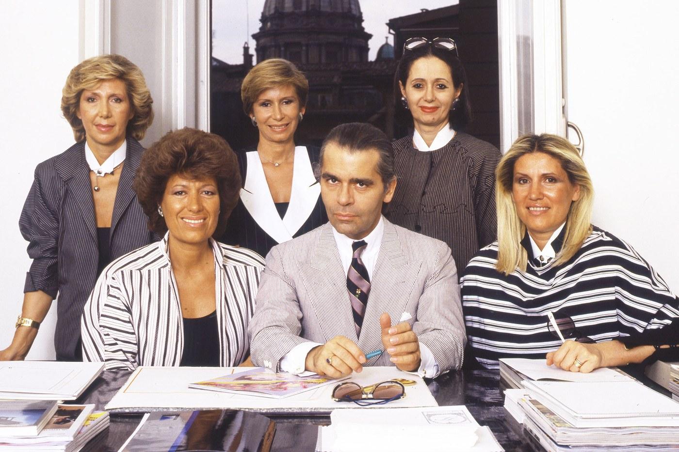 012-karl-lagerfeld con le cinque sorelle FENDI