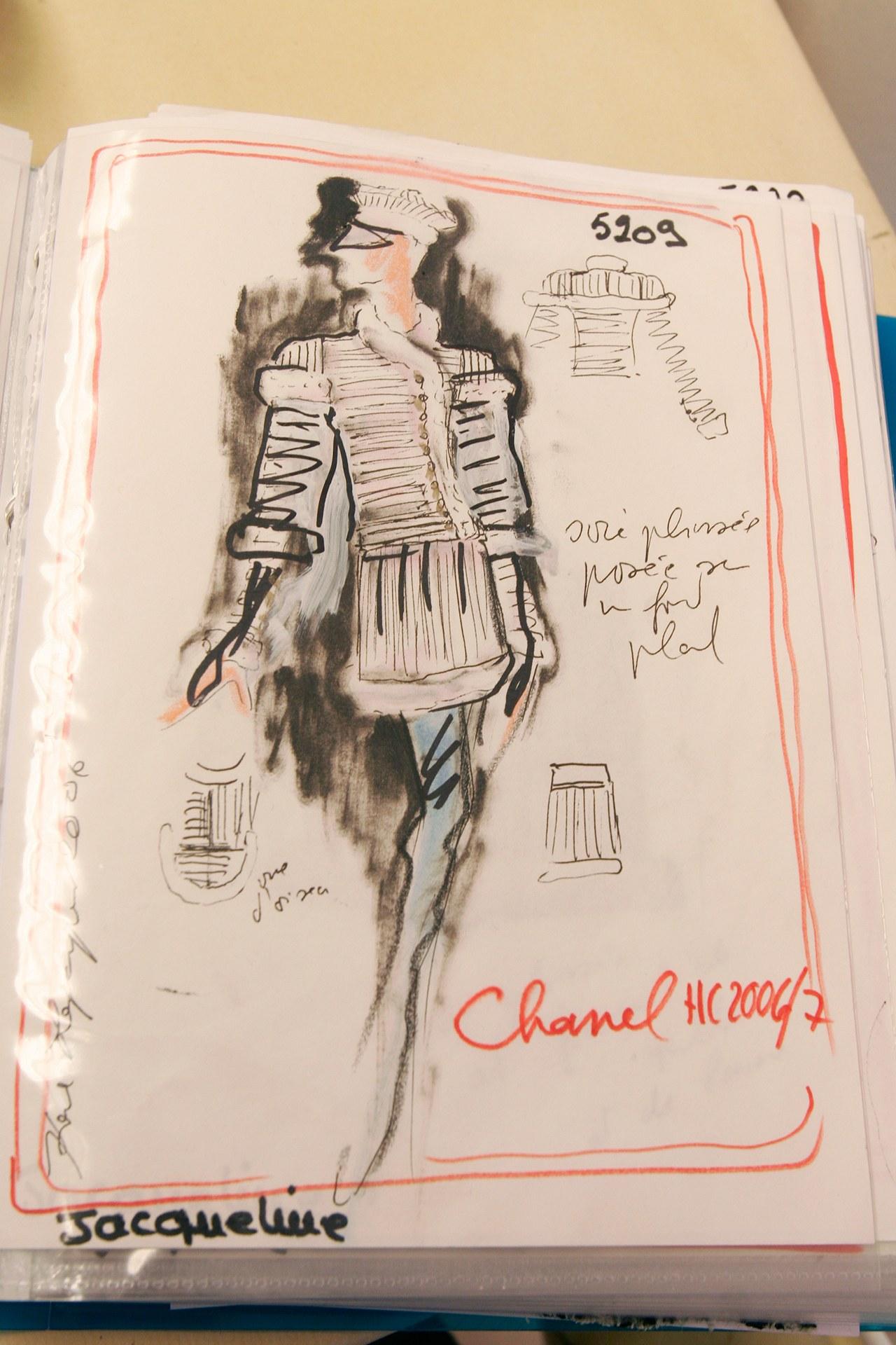 018-karl-lagerfeld, uno schizzo per la Haute Couture di Chanel autunno inverso 2006-2007