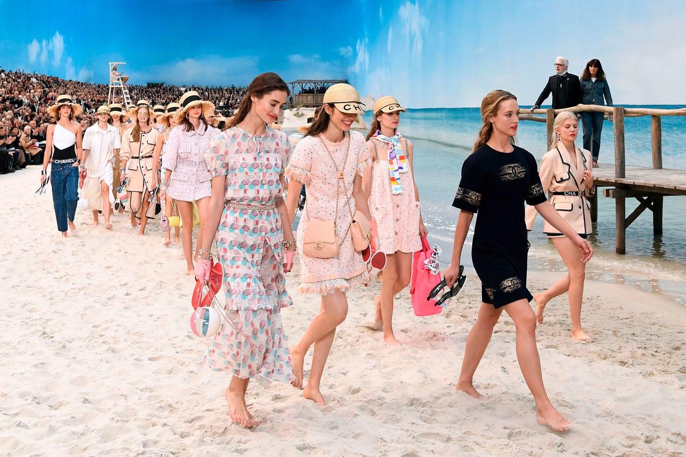 032-Karl-Lagerfeld alla sfilata Chanel Primavera Estate 2019 al Grand Palais, Parigi
