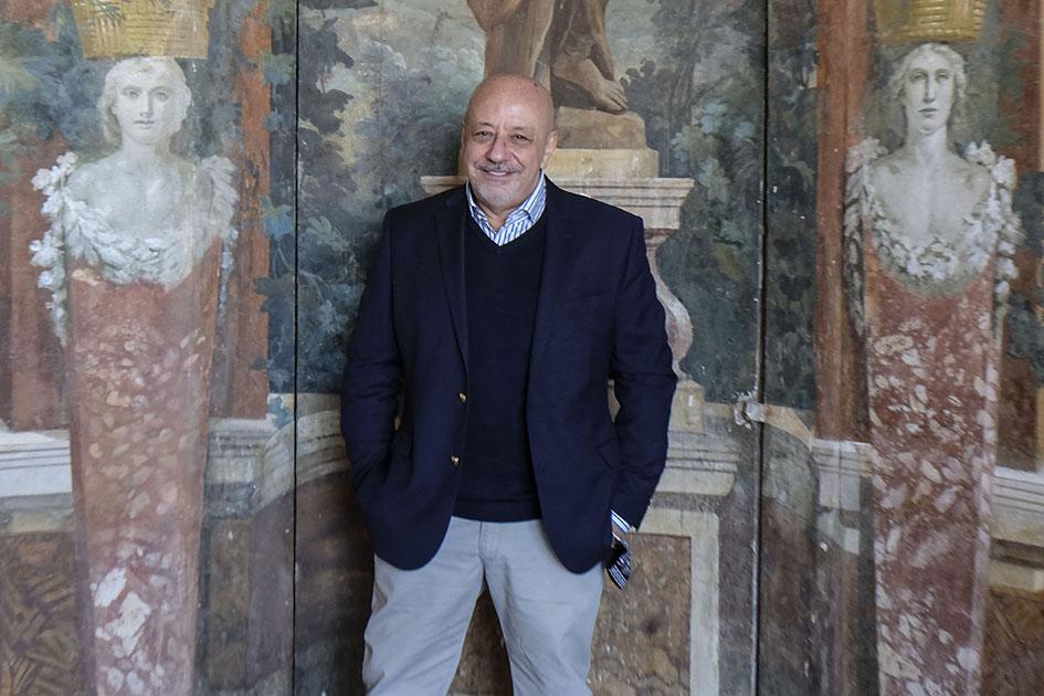 """Il collezionista Ernesto Esposito durante l'inaugurazione della mostra """" cosi fan tutti"""" a Villa Campo Lieto ad Ercolano. ph Mario Laporta/KONTROLAB"""